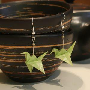 Origami-Ohrringe mit Kranichen in Hellgrün