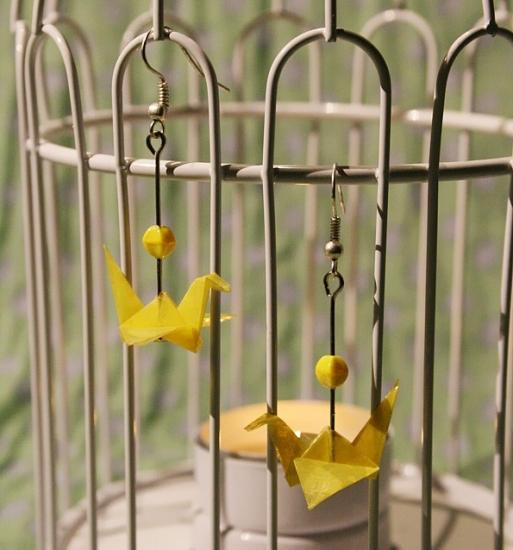 Origami-Ohrringe mit Kranichen in Gelb