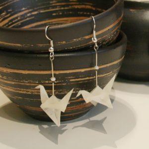 Origami-Ohrringe mit Kranichen in Weiß