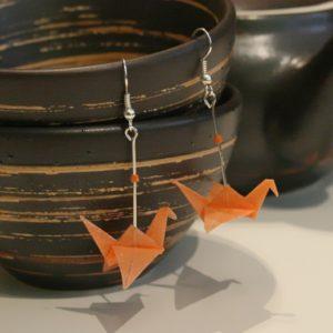 Origami-Ohrringe mit Kranichen in Orange