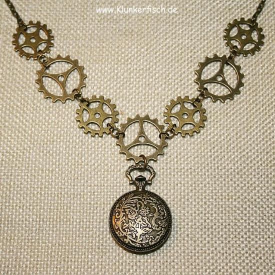 Steampunk-Halskette *Weißes Kaninchen*