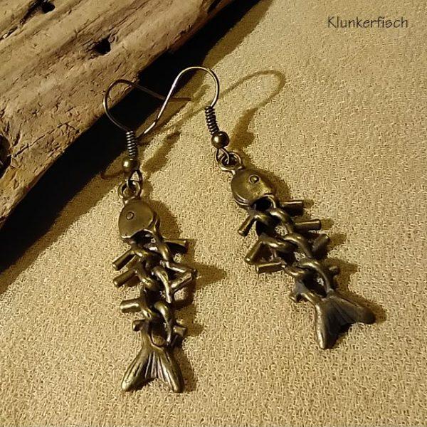Bronze-Ohrringe mit Fischgräten
