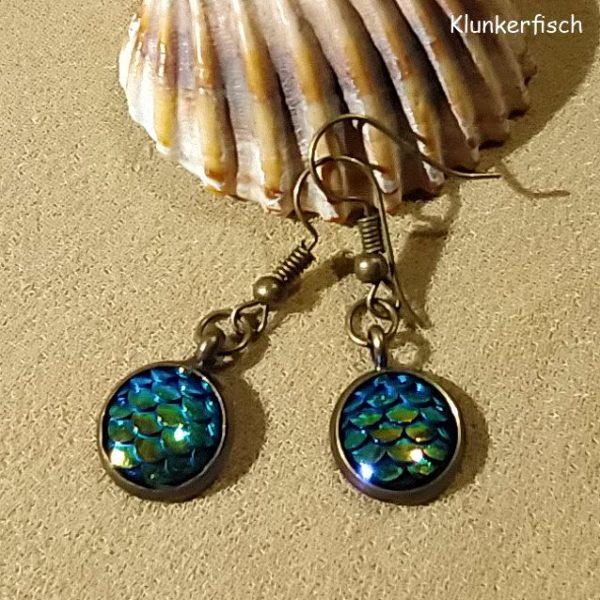 Bronze-Ohrringe mit Fisch-Schuppen in Grün-Blau-Gold