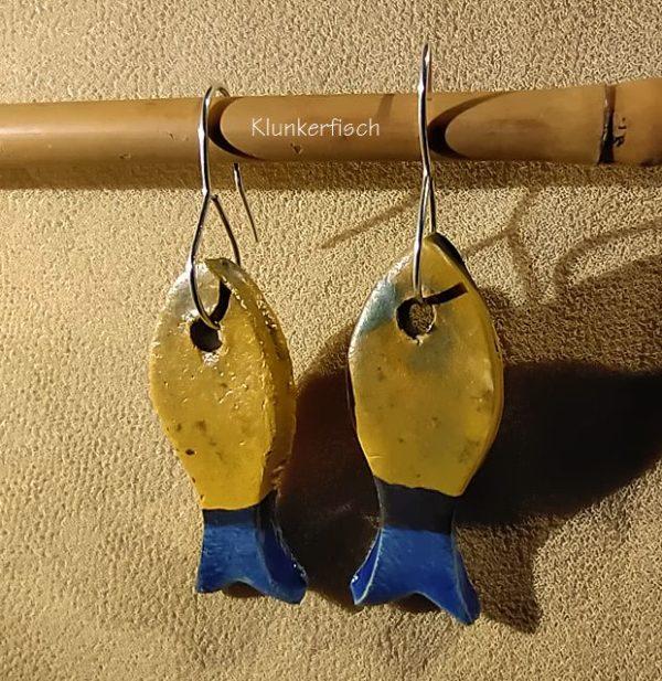 Ohrringe mit Fischen aus Keramik in Gelb-Blau