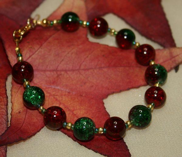 Glitzerndes Armband in Rot und Grün