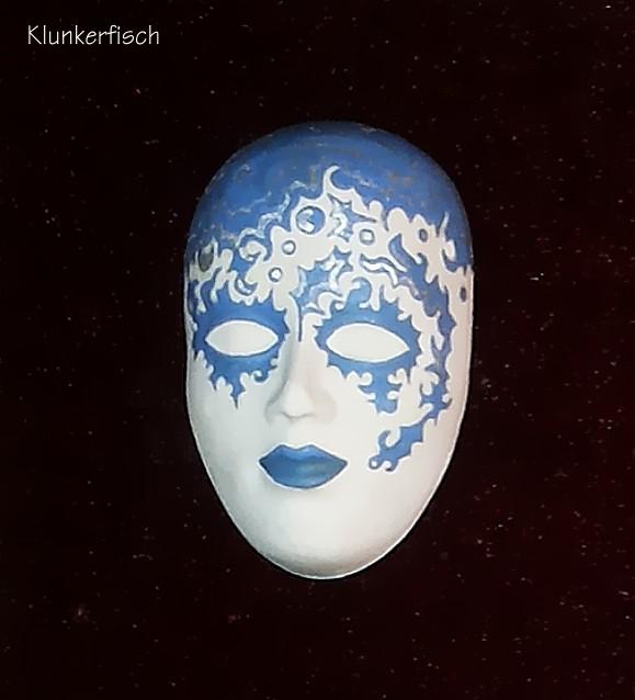 Masken-Brosche *Wolkenkind*