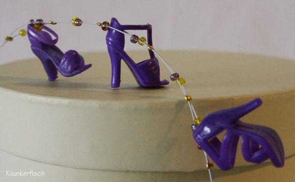 Halskette mit Schuhen *Akelei* in Lila