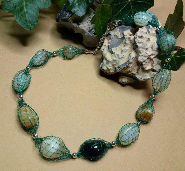 Draht-Halskette mit Achat-Kieseln
