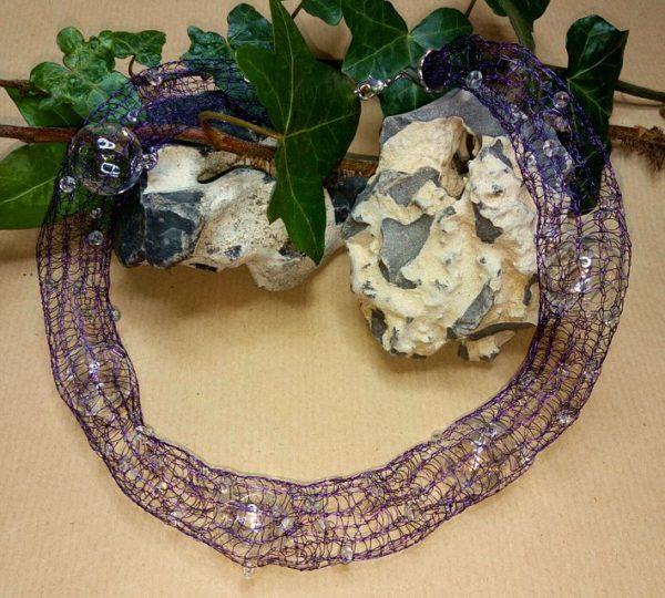 Draht-Halskette in Violett *Bubbles*