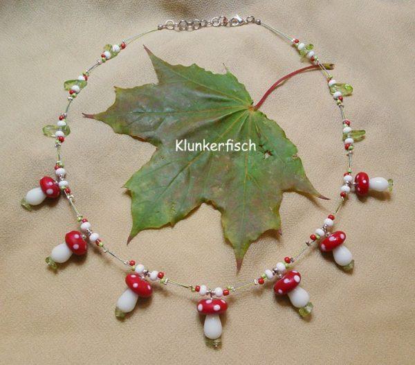 Fliegenpilz-Halskette *Ein Fräulein steht im Walde*