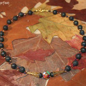 Gustav-Klimt-Halskette mit Lava-Perlen und einer originell eingefassten Millefiori-Perle *Adele*