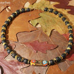 Gustav-Klimt-Halskette mit Lava-Perlen und einer rechteckigen Millefiori-Perle *Judith*
