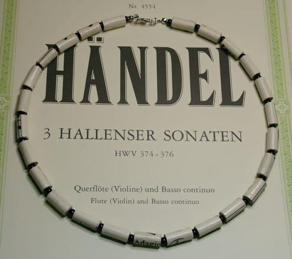 Halskette *Partitur* mit schwarzen Perlen