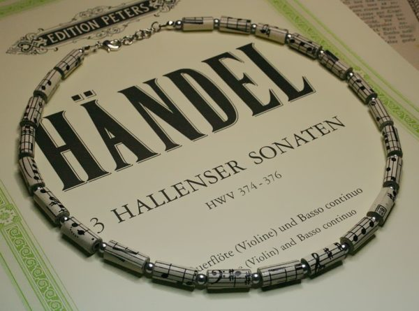 Halskette *Partitur* mit silbernen Perlen