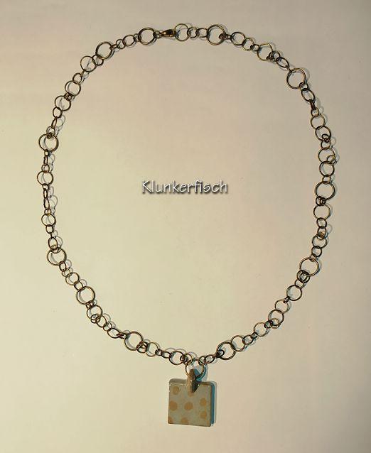 Ausgefallene Halskette mit Bronze-Ringen und kleinem Keramik-Anhänger
