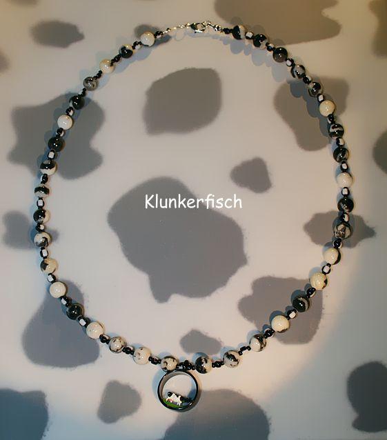 Halskette mit Perlen aus Mexikanischem Jaspis und schwarzem Kuh-Diorama