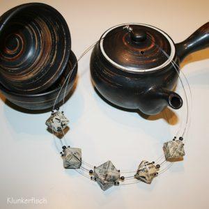Origami-Collier *Fünf Würfel*