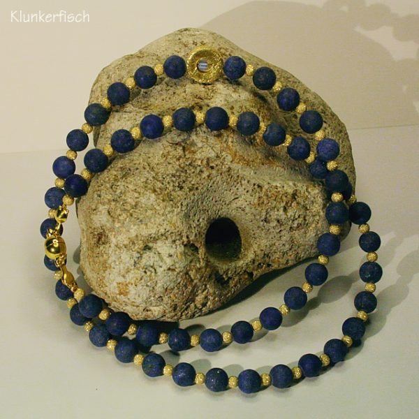 Zartes Collier aus Lapislazuli mit runder Rahmen-Perle
