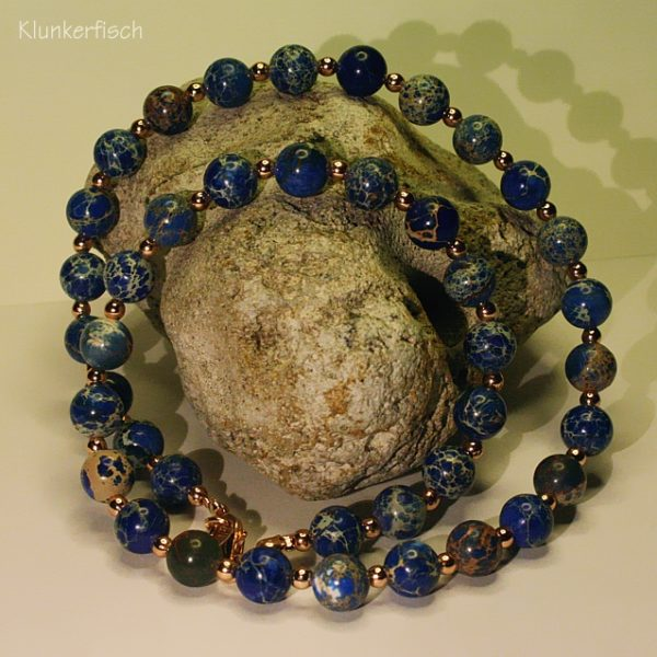 Halskette aus Regalit in Dunkelblau und Roségold