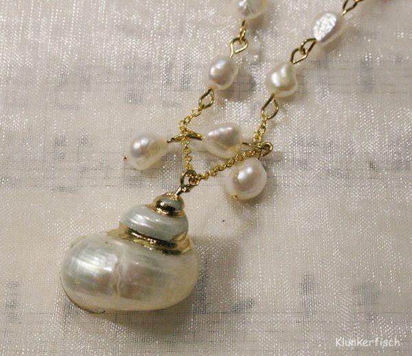 Perlen-Kette mit Silbermund-Schnecke