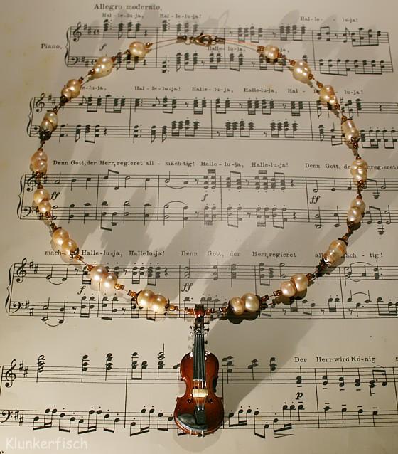 Halskette *Violinkonzert* mit echten Süßwasser-Perlen