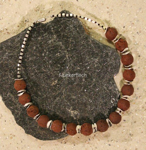 Halskette aus braunen Lava-Perlen und Silber-Scheiben