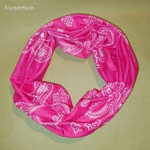 Leichter Loop in Pink mit weißen Ornamenten