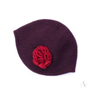 20er Jahre - Mütze aus Wollfilz mit Blüten-Applikation in Weinrot