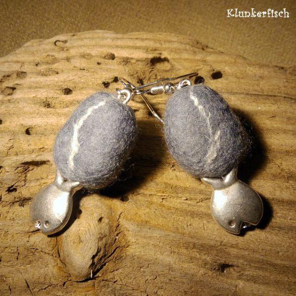 Filz-Kiesel-Ohrringe mit Fischen