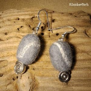 Filz-Kiesel-Ohrringe mit silbernen Schnecken