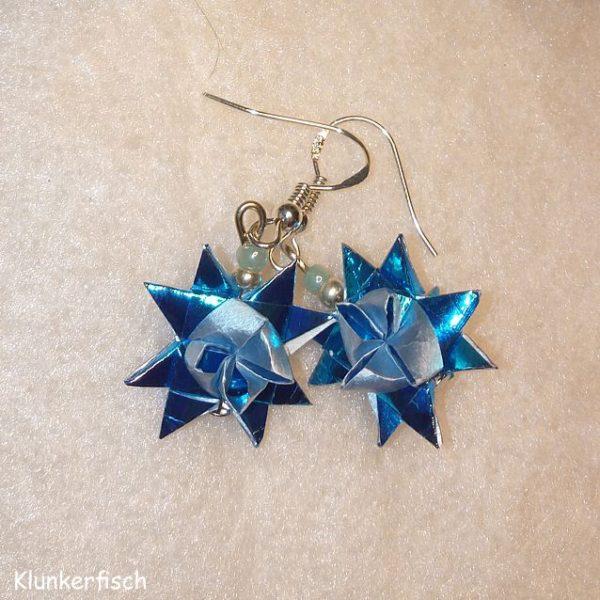 Ohrringe mit Fröbelsternen und Perlen in Metallic-Blau