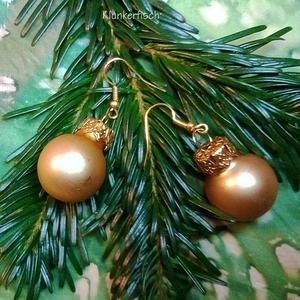 Ohrringe mit Weihnachtsbaum-Kugeln in mattem Gold