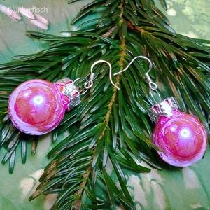 Ohrringe mit Weihnachtsbaum-Kugeln in Metallic Pink