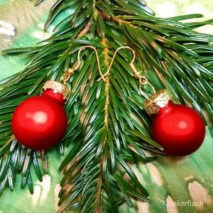 Ohrringe mit Weihnachtsbaum-Kugeln in mattem Rot