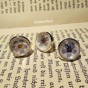 Anstecknadel / Brosche / Pin mit Vergissmeinnicht-Blüte