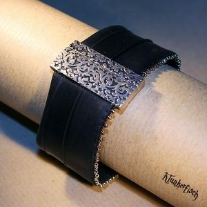 Armband aus Fahrradschlauch mit Perlen-Verzierung und silbernem Ornament-Verschluss