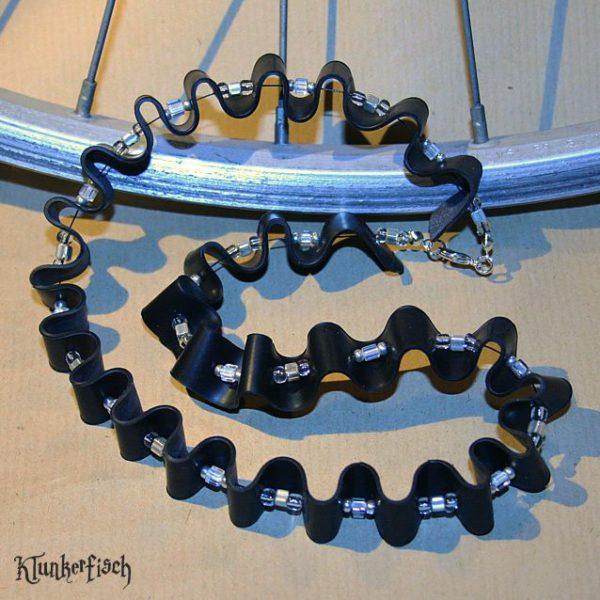 Halskette aus Fahrradschlauch *Berg und Tal*
