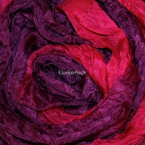 Tuch in Schalform aus Crinkle-Seide in Pink-Violett