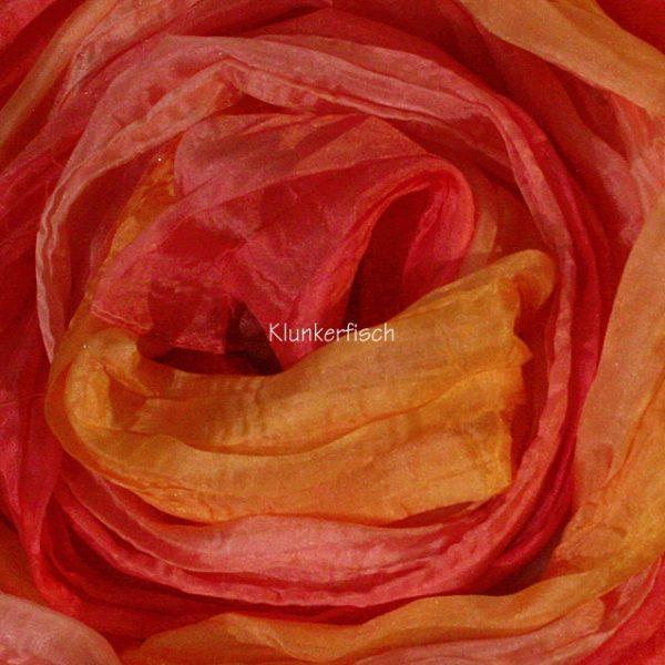 Tuch in Schalform aus Crinkle-Seide in Orange-Rosa
