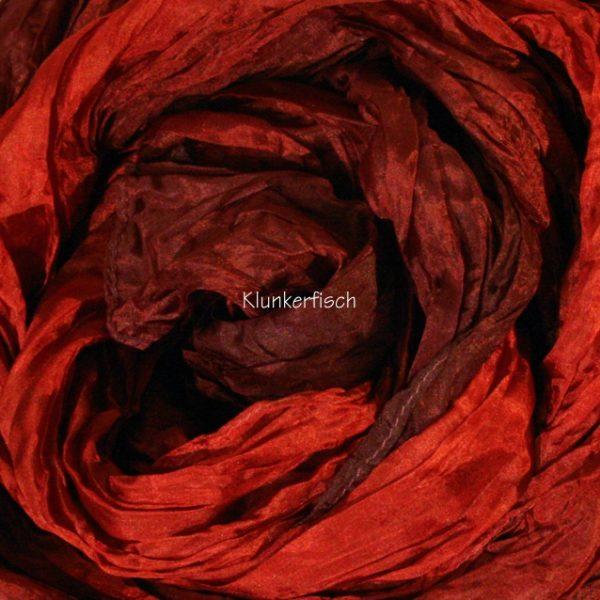 Tuch in Schalform aus Crinkle-Seide in Rot