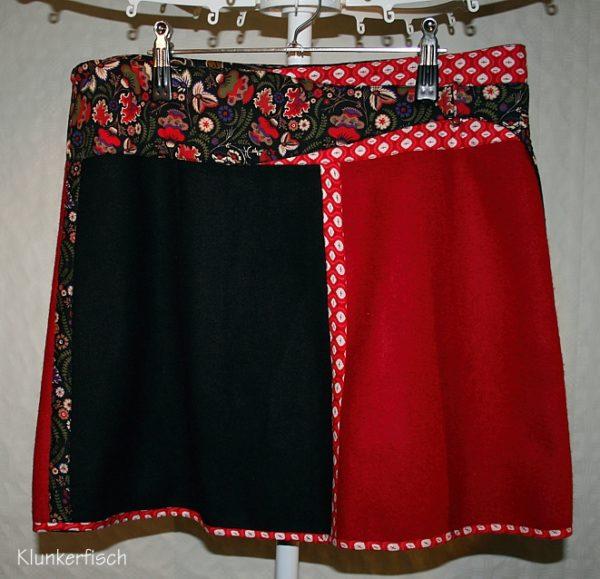 Wickelrock aus Wolle in Rot und Schwarz