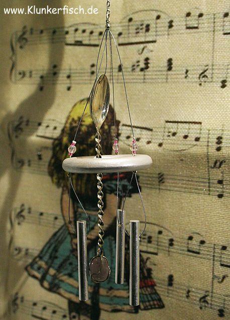 Windspiel in Rosa mit 3 Klangstäben und einem Silberlöffel