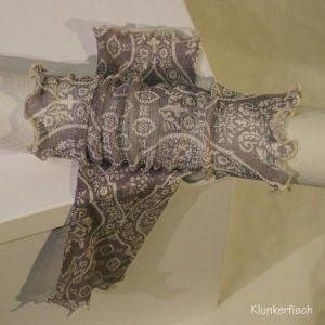 Handstulpen aus Seide in Grau mit weißen Ornamenten