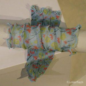 Handstulpen aus Seide in Hellblau mit Blümchen
