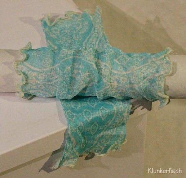 Handstulpen aus Seide in Türkis mit weißen Ornamenten