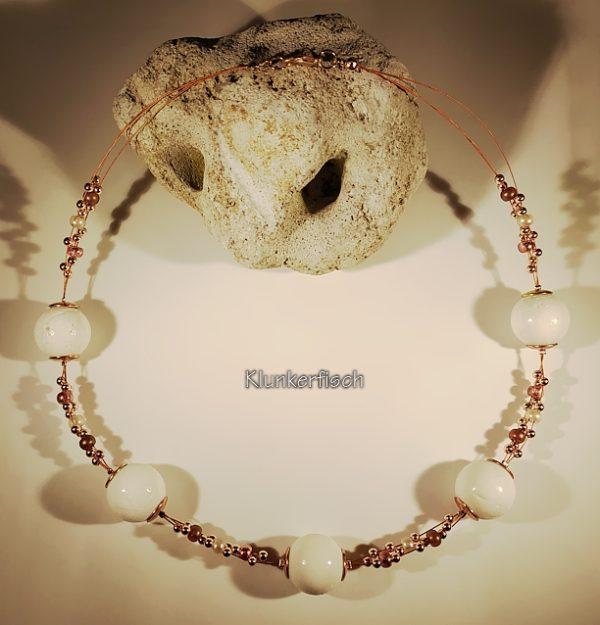 Edle Halskette *Weiße Koralle* mit Roségold- und Kupfer-Akzenten