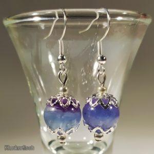 Ohrringe mit Regenbogenfluorit-Perlen und Stern-Perlkappen