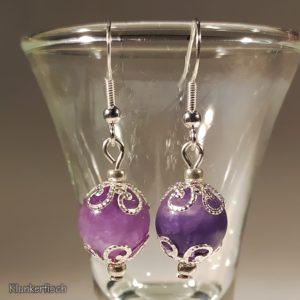 Ohrringe mit Regenbogenfluorit-Perlen und Schneeflocken-Perlkappen