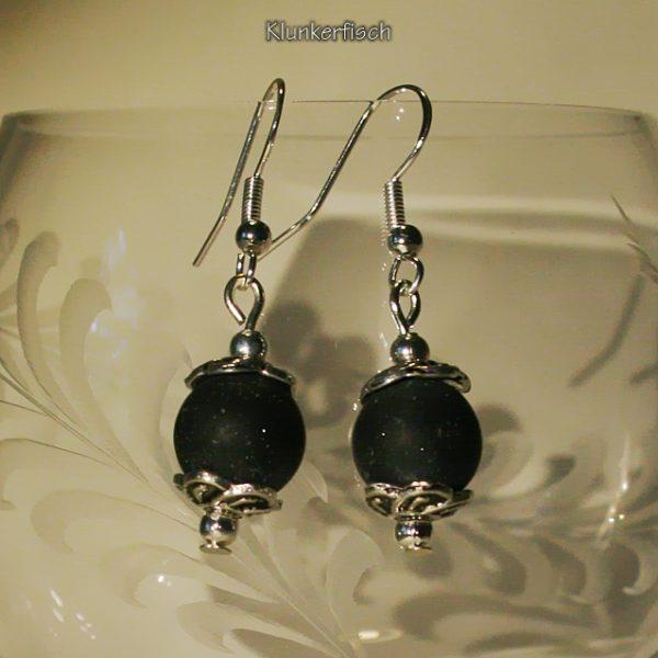 Ohrringe aus Drusenachat-Perlen zwischen Blumen-Perlkappen