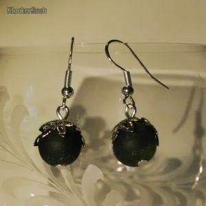 Ohrringe aus Drusenachat-Perlen unter Blütenblätter-Perlkappen